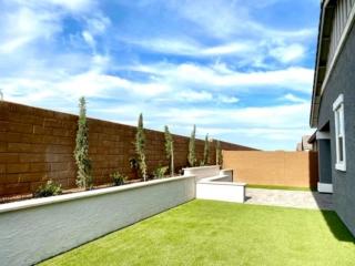 Artificial Grass – Back Yard – Patio and Retaining Wall – Yard Stylist – Eastmark, AZ