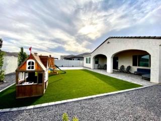 Artificial Grass – Back Yard Play Area – Lawn Edging – Pavers – Yard Stylist – Eastmark AZ