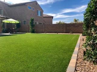 Artificial Grass – Spacious Lawn with Paver Eding and Landscape Rock – Yard Stylist – Bridges at Gilbert – Gilbert AZ