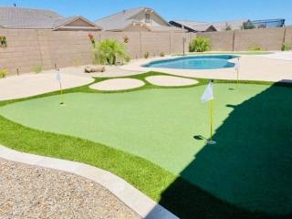 Putting Green – Back Yard Golf – Pool – Yard Stylist – Fulton Homes, Queen Creek Station AZ